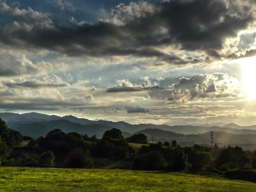 sunset sky storm atardecer asturias paisaje cielo nubes oviedo montañas prados