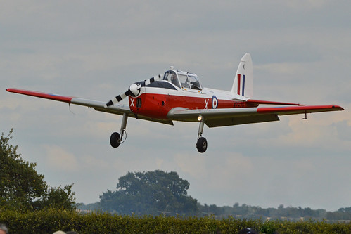 DHC1 Chipmunk 22 'WZ879 / X' (G-BWUT)