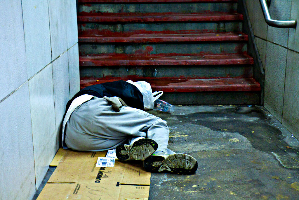 Man-sleeping-at-bottom-of-subway-entrance-on-9-16-14--Center-City-2