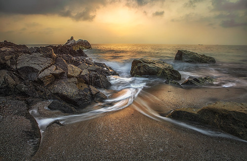 seascape sunrise landscape rocks waves uae splash unitedarabemirates fujairah landscapephotography seascapephotography