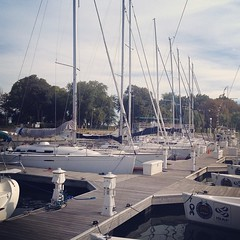 Winds are 10 knots out of the SE and we have boats! Who\'s up for sailing? #lakemichigan #chicago
