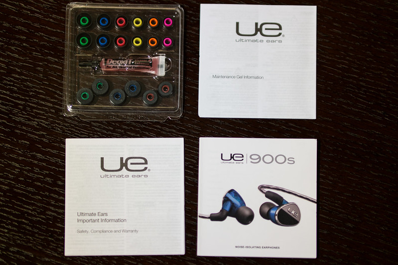 Ultimate Ears 900s Noise-Isolating Earphones Unboxing