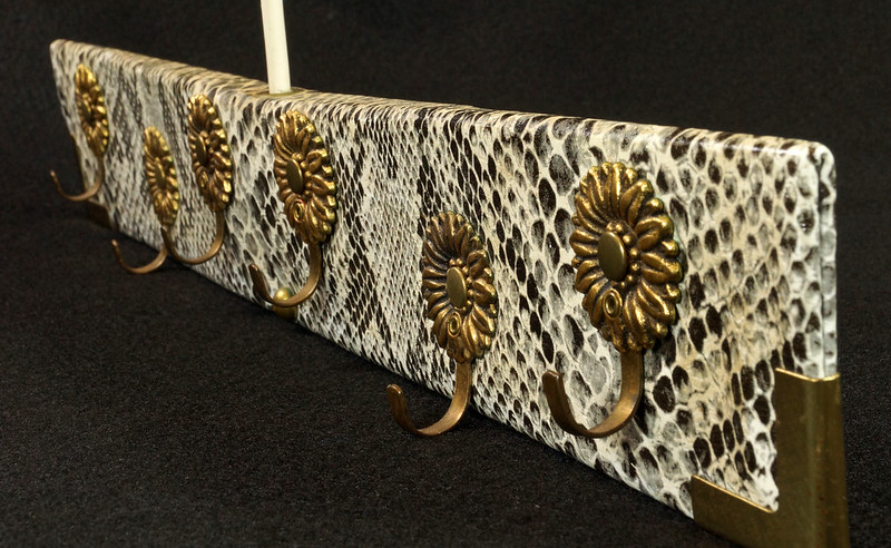 RD15280 Vintage Mid Century Snakeskin & Brass Jewelry Necklace Hanger DSC08970