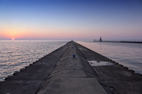 stjosephmi westmichigan lakemichigan greatlakes sunset blue orange water west sony rx10 lighthouse