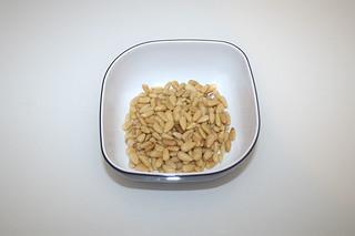 15 - Zutat Pinienkerne / Ingredient pine nuts