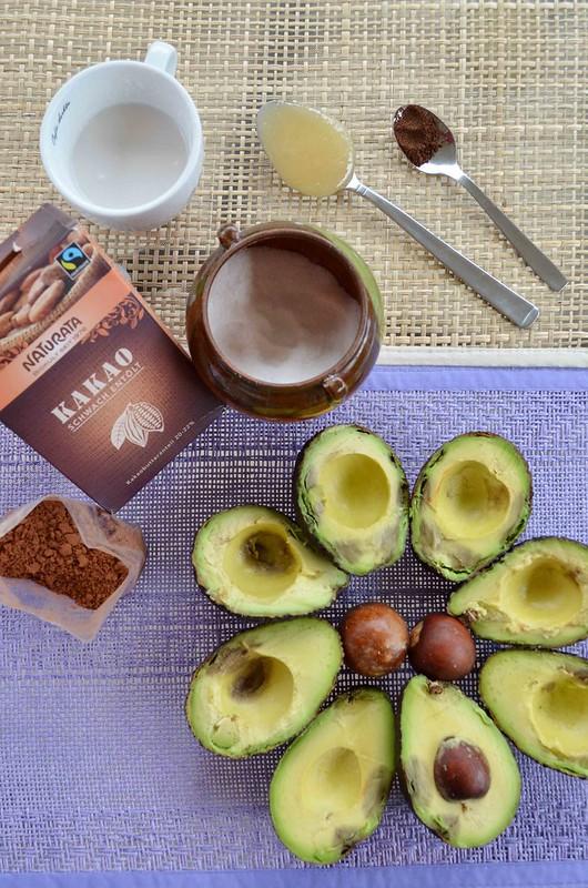 foto de los ingredientes para el placer de aguacate y cacao