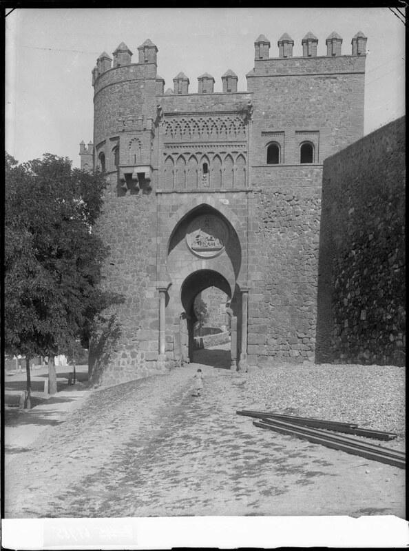 Puerta del Sol a comienzos del siglo XX. Fotografía de J. Lacoste © MECD, Fototeca del IPCE, signatura VN-22658_P