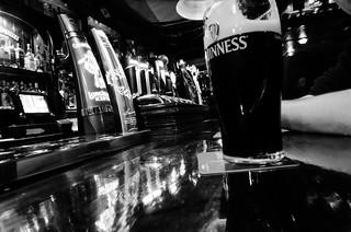 Pub bw
