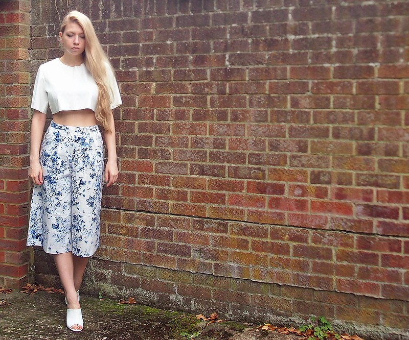 Sam Muses, UK Fashion Blog, London Style Blogger, How to Wear, Culottes, China Print, Porcelain, High Waisted, Midi, Faux Leather Crop Top, Nicole x Missguided, White Mules, New Look