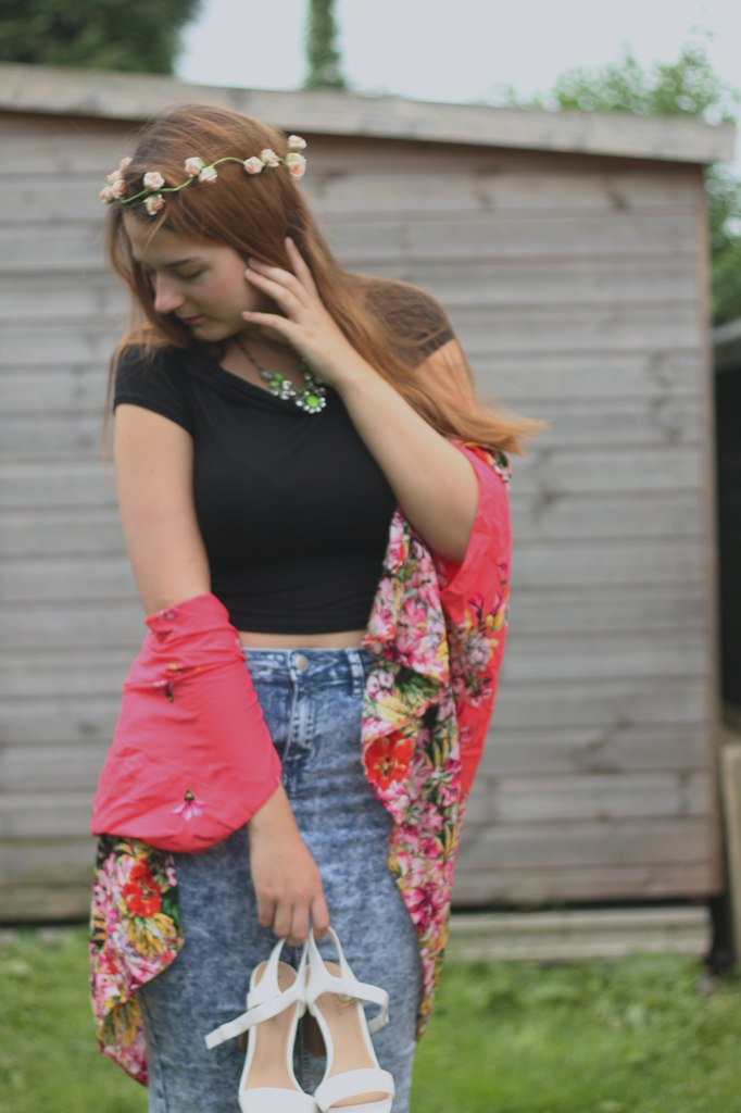 Outfit with kimono and crop top