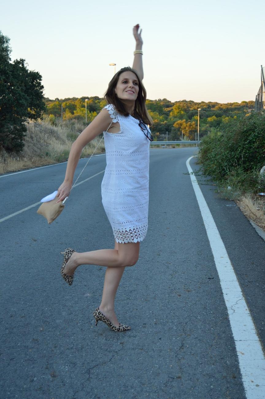 lara-vazquez-madlula-blog-style-look-white-style