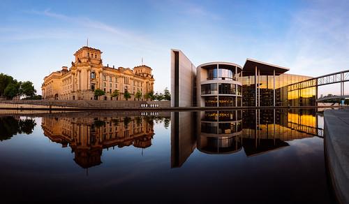 panorama reflection berlin sunrise river mirror spiegel reichstag fluss spree reflexion sonnenaufgang spiegelung regierungsviertel governmentquarter governmentdistrict