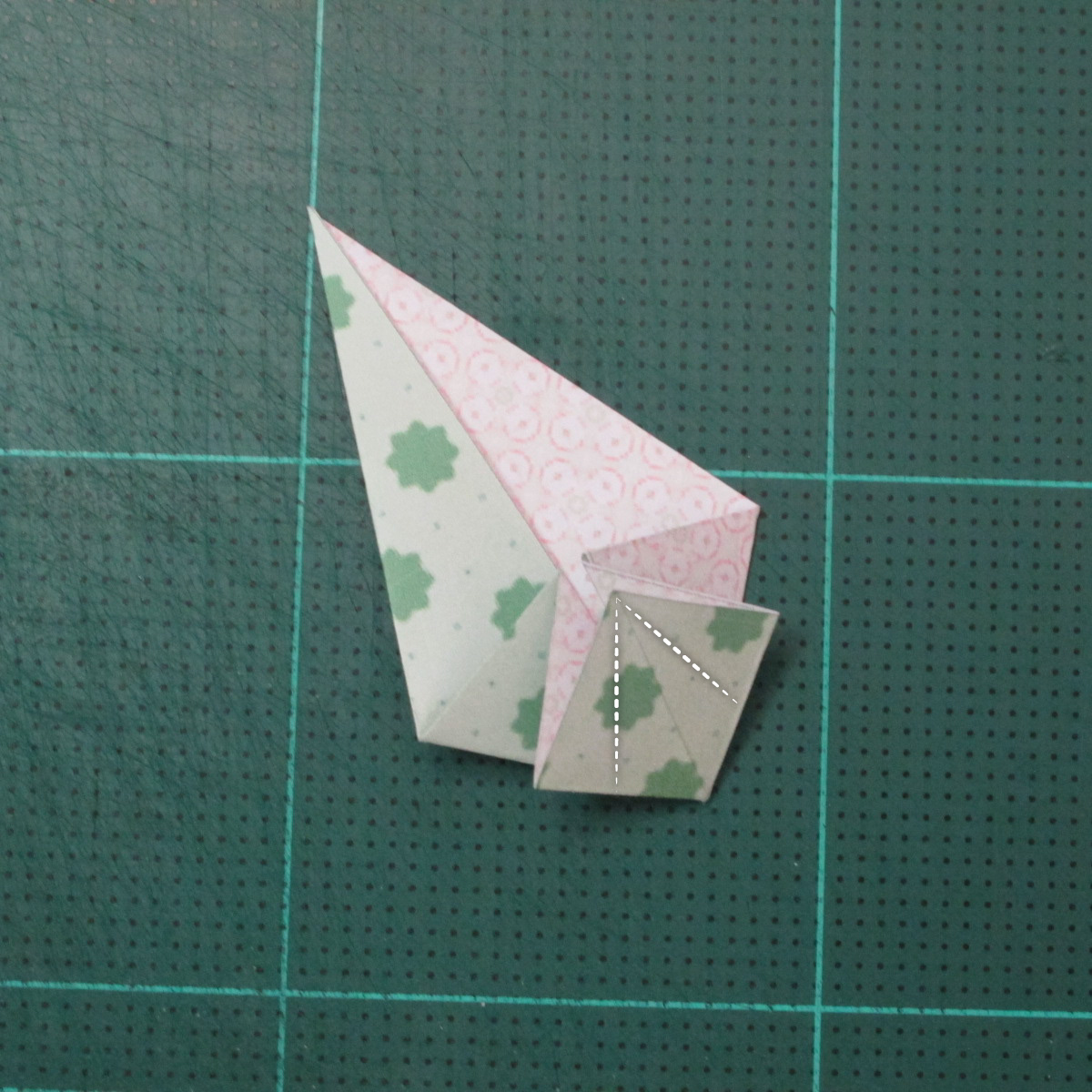 การพับกระดาษเป็นสัญลักษณ์ดาวแปดแฉกคู่ (Double Eight-Pointed Stars Origami) 004