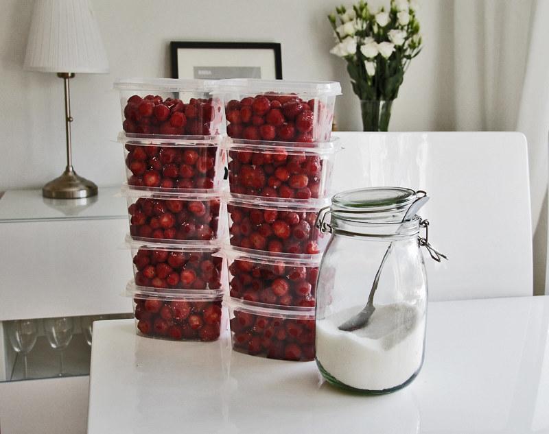 mansikoita pakastimeen!