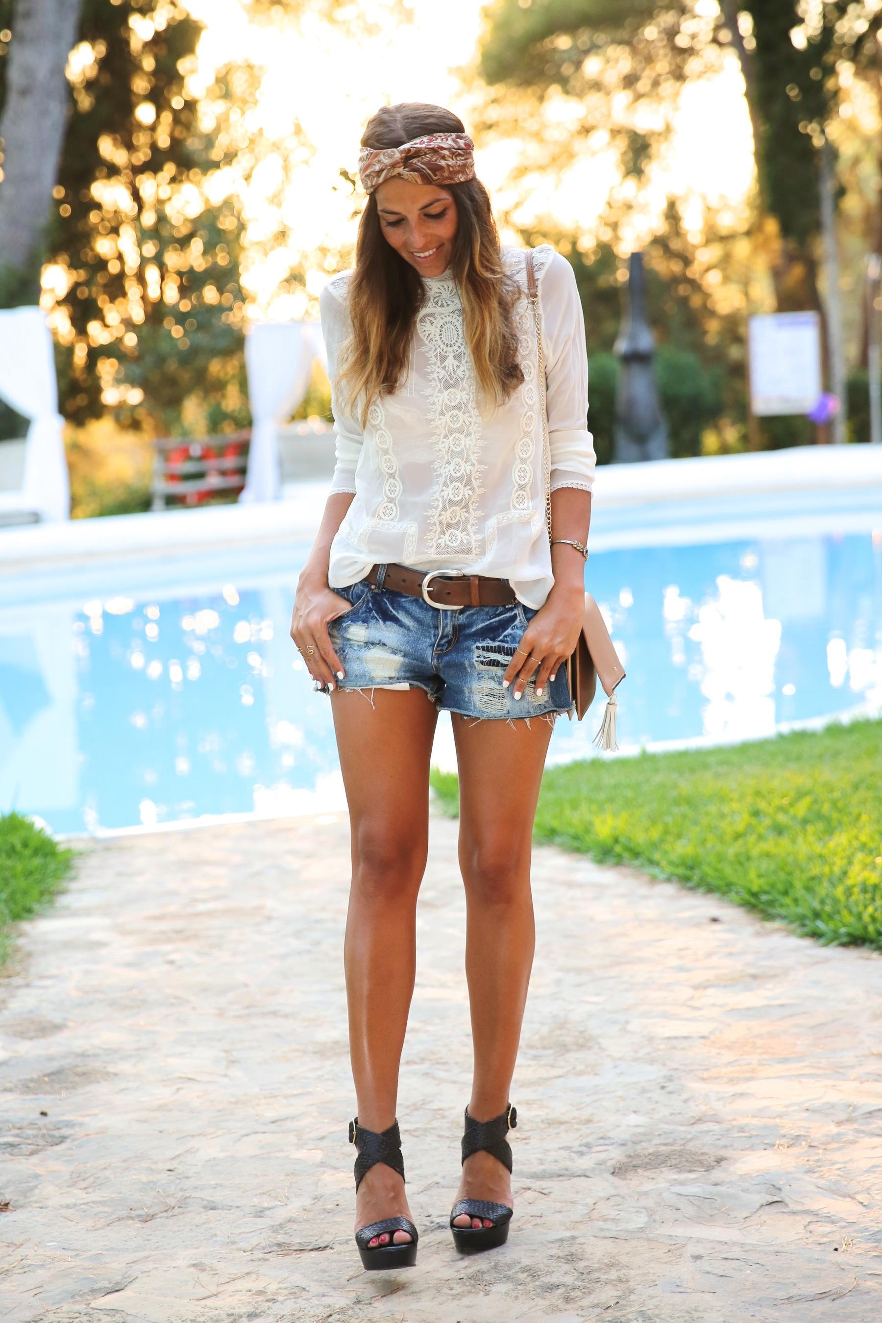 trendy_taste-look-outfit-street_style-ootd-blog-blogger-fashion_spain-moda_españa-boho-hippie-denim_shorts-shorts_vaqueros-blusa-blouse-mas34-pg-ibiza-sa_talaia-13