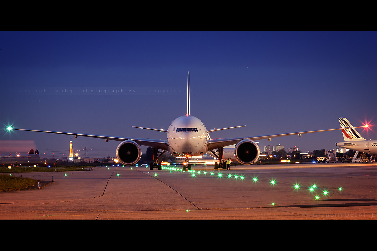 Paris Orly - Air France - Boeing 777-300ER at night