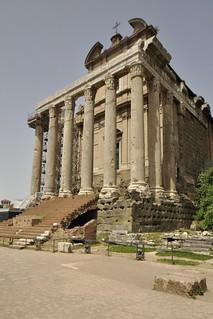 Temple of Antoninus and Faustina の画像. digital nikon creativecommons ccbysa nikond5000 creativecommonsccbysa