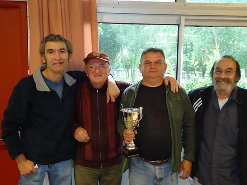 30/08/2014 - Mille Club (Morlaix) : Les finalistes du concours de boules plombées en tête-à-tête au centre et les finalistes de la consolante à l'extérieur