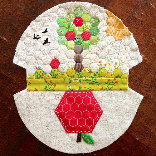 Apple dumpling pouch quilted exterior panel