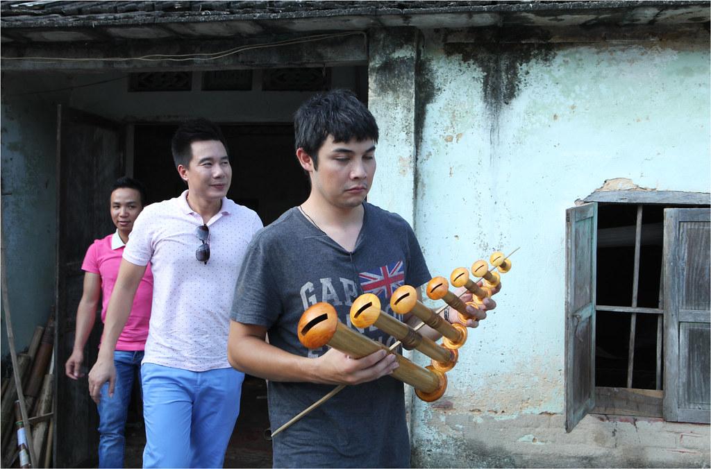 Lê Việt Anh với bộ sáo diều 7 chiếc trên tay