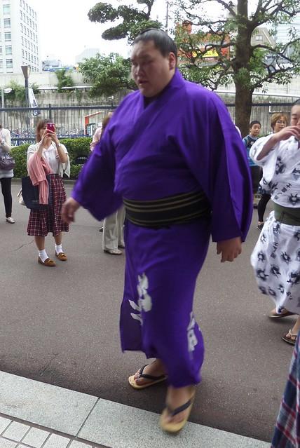 Makuuchi Wrestler Arriving