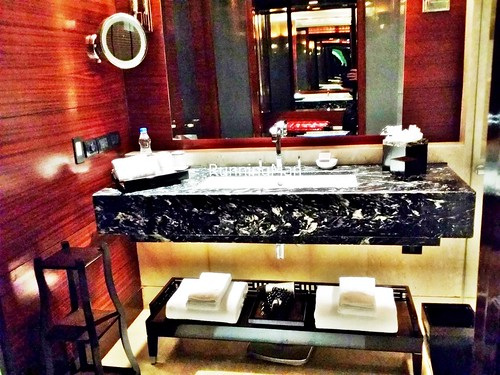 The Leela Palace 04 - Bathroom