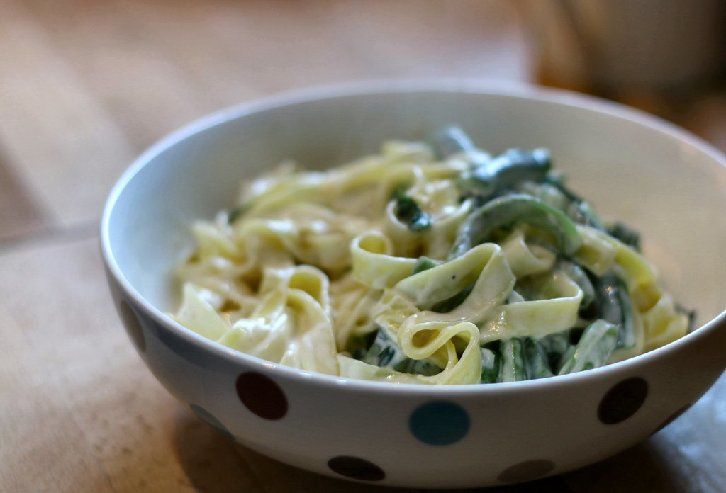 Tagliatelle with runner beans in bowl