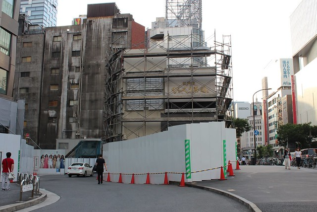 土浦亀城作の三原橋センター解体中 (7)