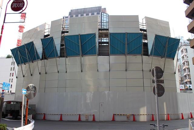 土浦亀城作の三原橋センター解体中 (5)