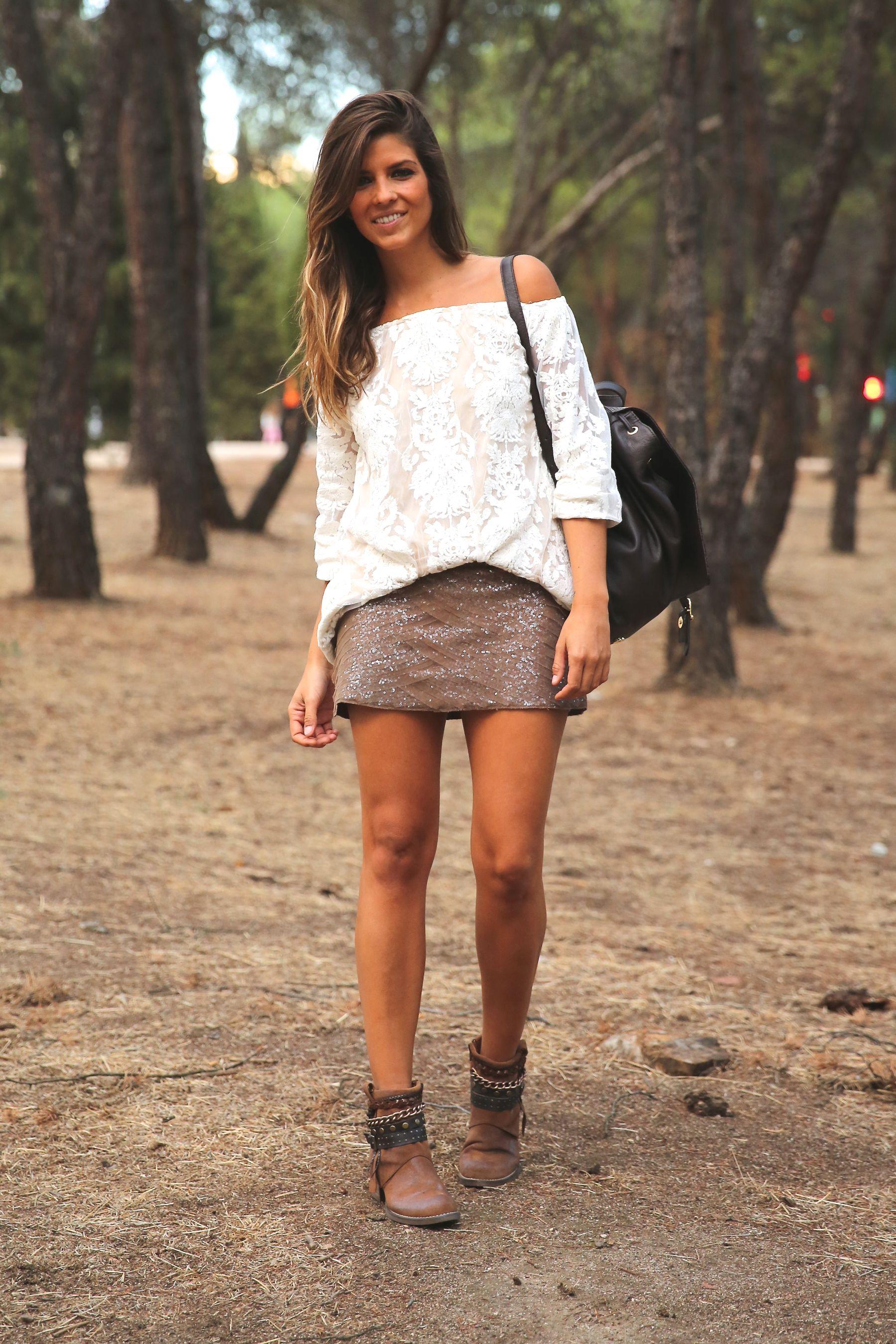 trendy_taste-look-outfit-street_style-ootd-blog-blogger-fashion_spain-moda_españa-primavera/verano-boho-trendy-planes_de_día-lentejuelas-falda-botines-étnico-mochila-crochet-encaje-13