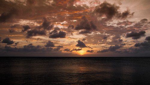 light sunset red sea orange sun reflection beach yellow clouds dark landscape evening nikon purple aruba 1750 tamron nederlandseantillen eaglebeach caraïben d7100 nikond7100 maaikelueb