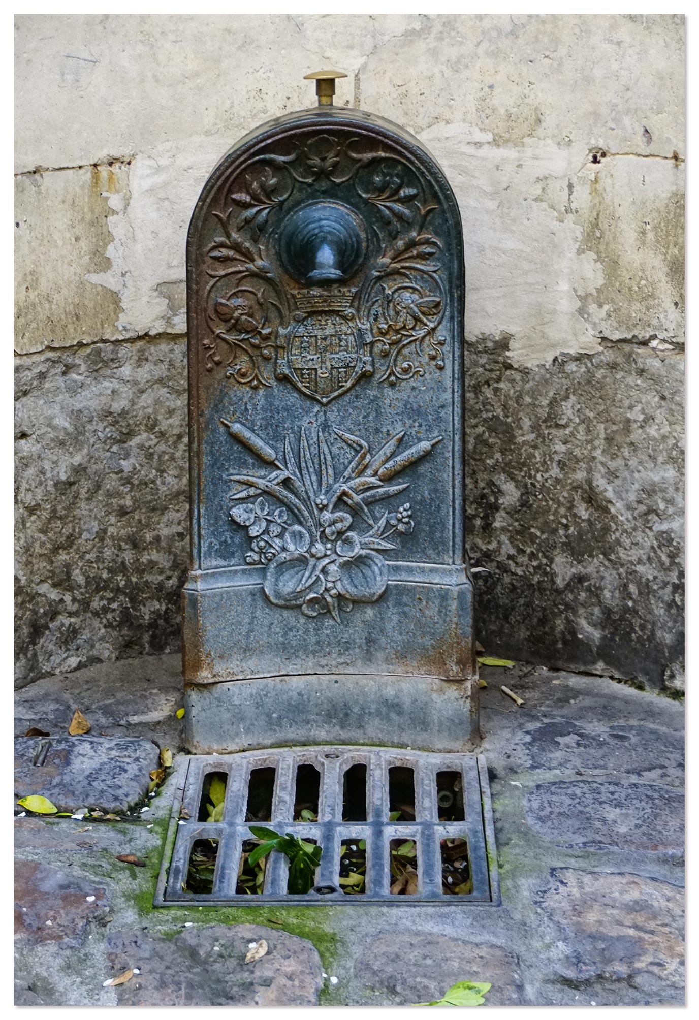 fontaine de la cigogne de 1833, le mans - sarthe - la sarthe et les