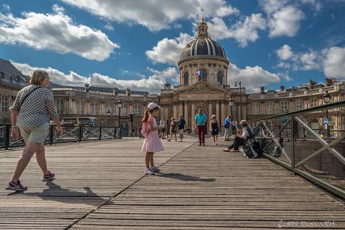 institutdefrance pontdesarts paris iledefrance france famousplaces incidentalpeople bridge architecture colourimage clouds traveldestinations europe d810 2470mm tamron