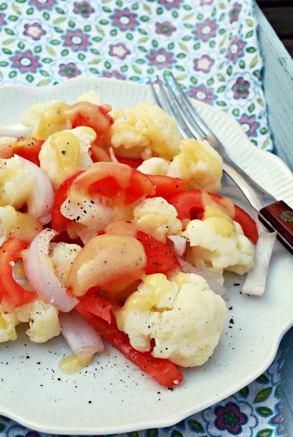 ensalada de coliflor con vinagreta de mostaza