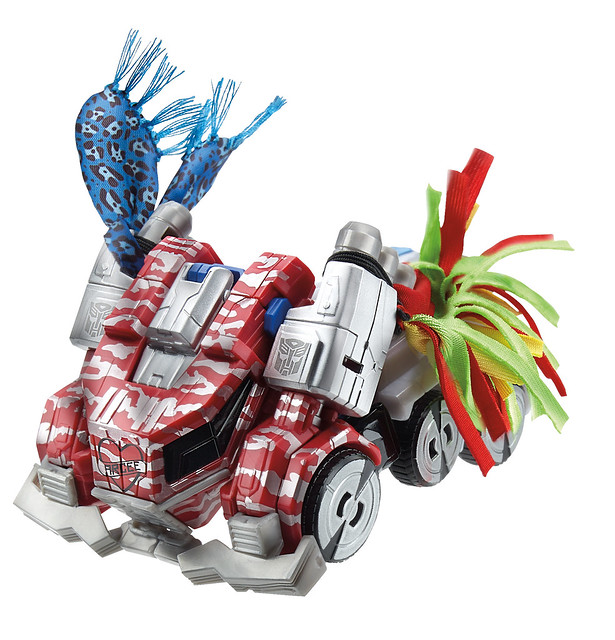 Optimus-Prime-vehicle-SDCC-2014-Hasbro-Transformers-30th-Anniversary-Knights-of-unicron-Set-Exclusive