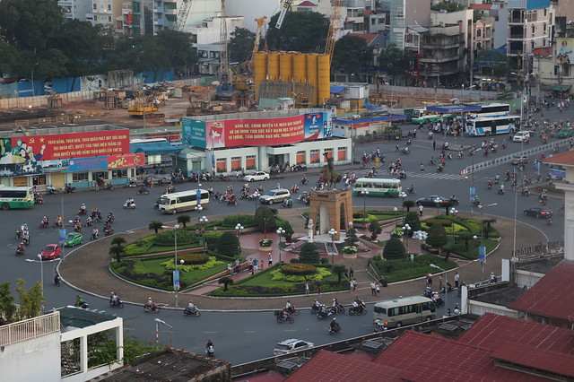 The view of Quach Thi Trang roundabout in front of Ben Thanh market