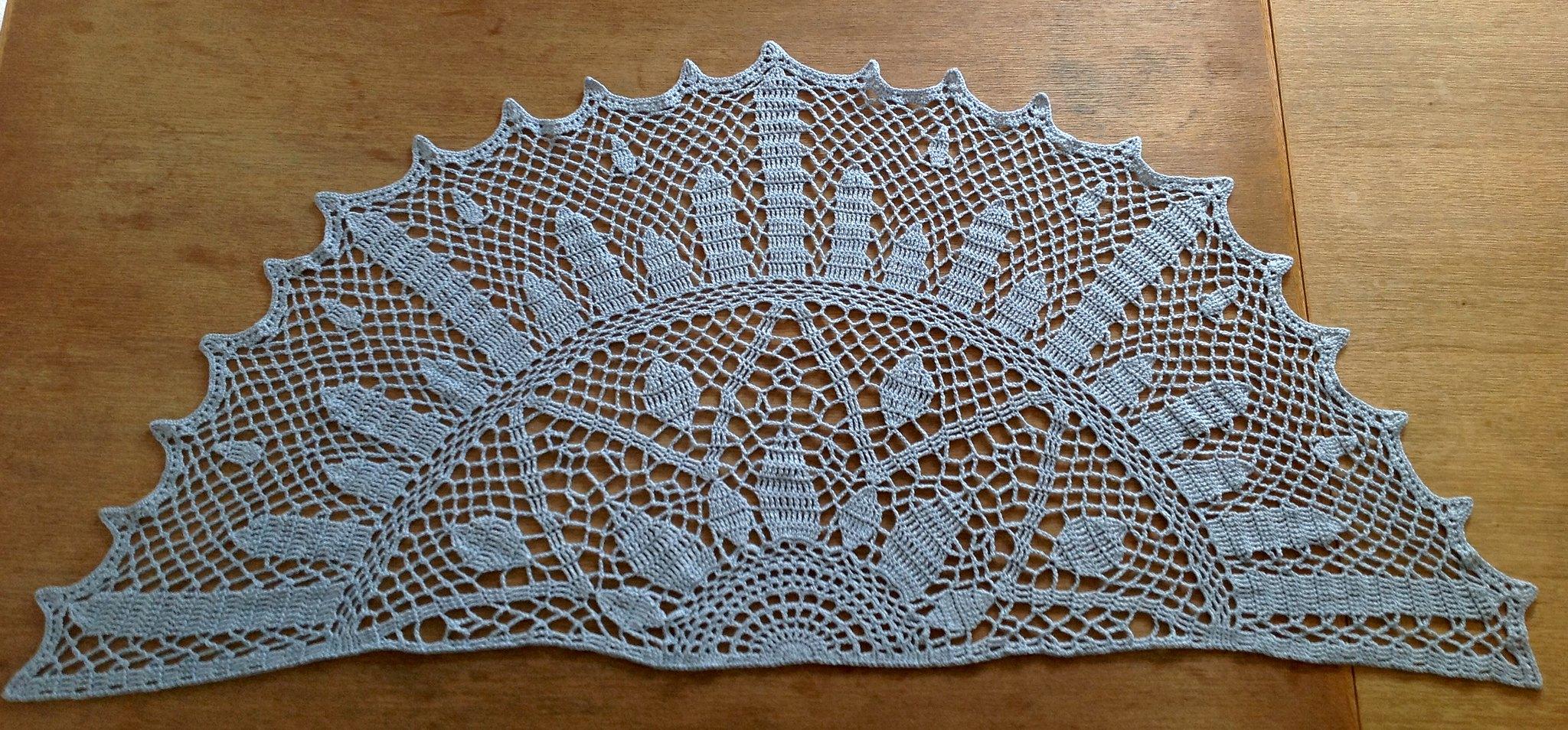 suvi 39 s crochet art deco sunburst shawl. Black Bedroom Furniture Sets. Home Design Ideas
