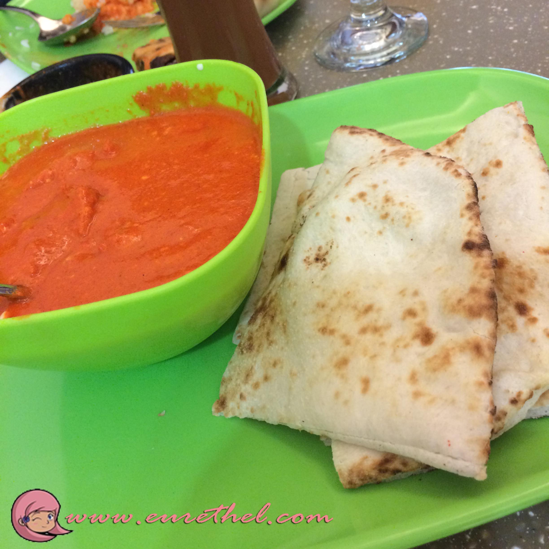 Chicken Makanwala in Cheese Naan