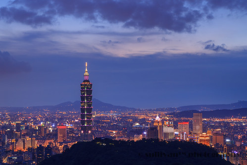 sullivan™ posted a photo:	台北市南港山系拇指山觀景台Taipei City Taipei101Camera Model : Canon EOS 5D Mark IIShooting Mode : BulbTv( Shutter Speed ) : 40Av( Aperture Value ) : 16Metering Mode : Spot MeteringISO Speed : 200Lens : EF24-105mm f/4L IS USMFocal Length : 60.0mmWhite Balance Mode : Color Temperature(5200K)AF Mode : Manual focusingAF area select mode : Manual selectionPicture Style : User Defined 3(Landscape)Sharpness : 7Contrast : -4Saturation : 4Color tone : -4黑卡Black Card 影像品質 : RAW(Adobe Photoshop Lightroom)轉JPEG檔影像後製軟體 : Adobe Photoshop Lightroom 5版權所有不得轉載 © All rights reservedPlease don't use this image on websites, blogs or other mediawithout my explicit permission.
