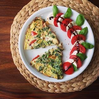 omelette & caprese