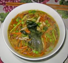 bãºn bã² huế(0.0), cellophane noodles(0.0), produce(0.0), canh chua(0.0), noodle(1.0), noodle soup(1.0), food(1.0), dish(1.0), laksa(1.0), soup(1.0), cuisine(1.0), chow mein(1.0),