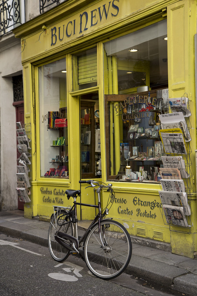 Paris-street-newsagent