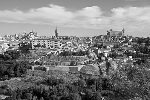 sky bw españa horizontal clouds landscape photography blackwhite spain espanha europa europe day photographer pb dia panoramic paisagem céu unescoworldheritagesite toledo panoramica fotografia horizonte prédios blanconegro pretobranco edifícios alcázar castillalamancha núvens panoramicview patrimoniodelahumanidad vistapanoramica cidadehistórica edificações pontoturístico linhadohorizonte cidadeturística canonef1635mmf28lii canoneos5dmarkii velhomundo worldheritagesitebyunesco uniãoeuropéia franciscoaragão velhocontinente vistadetoledo cidadehistórica projetotempo