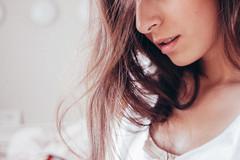 抜け毛の原因に、女性ホルモンの減少があります