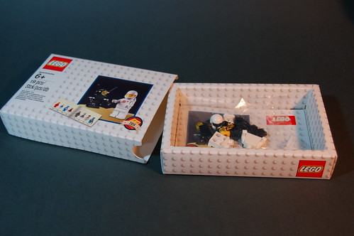 5002812 D2C Minifigure Retro Set 2014 (4)