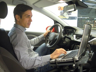 Sascha Staudinger, Entwicklungsingenieur Lenkung, im neuen Opel Corsa