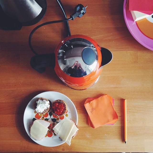oransj morgen (med verdens minste rundstykker).