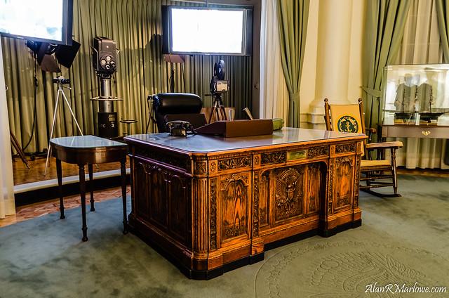 Jfk 39 s oval office flickr photo sharing - Jfk desk oval office ...
