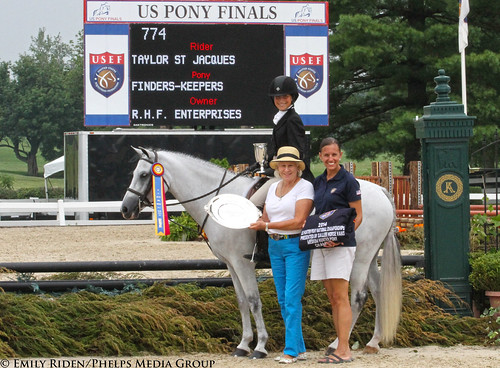Finders-Keepers Finds Medium Pony Hunter Championship Tricolor at 2014 USEF Pony Finals