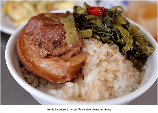 14906286212 586199bb4b b - 《台中♥食記》蕭爌肉飯 大川醬油。在地排隊店,讓人一吃就上癮的銅板小吃